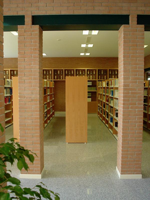 Citta studi biella biblioteca campus universitario for Arredamento biella