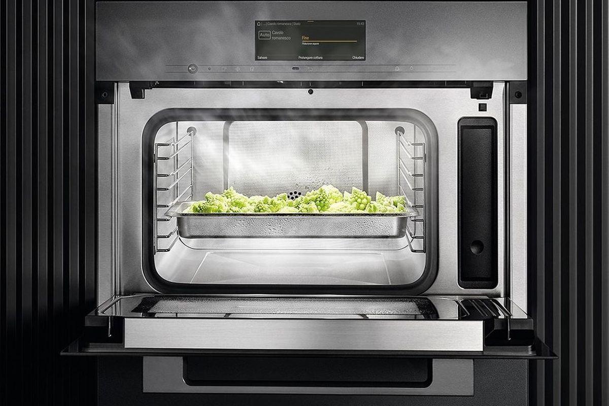 In una cucina moderna che si rispetti non può mancare il forno a microonde!